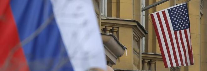 Scoperta spia russa all'ambasciata Usa a Mosca: aveva accesso alle agende di Obama e Clinton