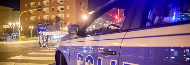 Roma, gli rubano il portafogli e chiedono 500 euro per restituirlo: ma lui va all'appuntamento con i poliziotti