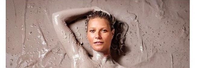 Gwyneth Paltrow e il primo numero della rivista Goop (dal profilo instagram)