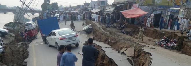 Terremoto, forte scossa in Pakistan: almeno 19 morti e 300 feriti