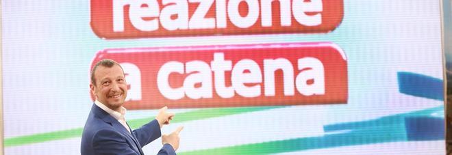 Reazione a Catena, le telecamere riprendono tutto: ecco cosa c'è sotto il bancone delle concorrenti
