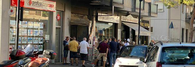 Pescara, palazzina in fiamme: devastato il negozio di un calzolaio
