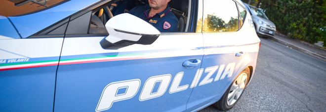 Picchiarono la titolare della gioielleria usando un tester: arrestato romano 70enne la complice di Pescara