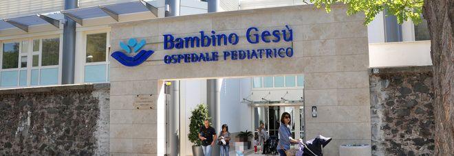 Bimbo di tre anni schiacciato dal trattore, operato a Roma per ricostruirgli l'aorta toracica