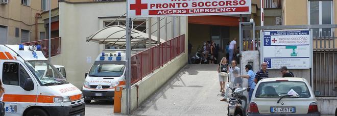 Ambulanza ed equipaggio sequestrati dopo un incidente stradale, follia a Napoli