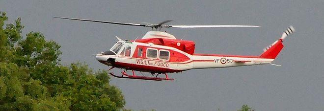 Elicottero Vigili Del Fuoco Verde : Rieti incendio sopra borbona intervento dei vigili del