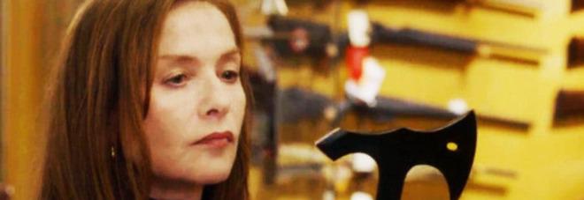 Stasera in tv su Rai 4 il premiato thriller Elle di Paul Verhoeven con una sensuale e spietata Isabelle Huppert Il trailer