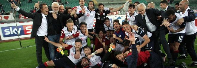 Cagliari promosso in Serie A, al San Nicola battuto il Bari con ...