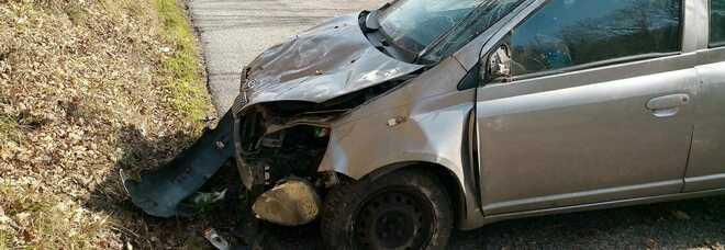 Rieti, ha un incidente e l'auto si ribalta: ferita una donna