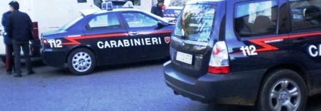 Litiga con la moglie e si impicca a una culla: salvato dai carabinieri