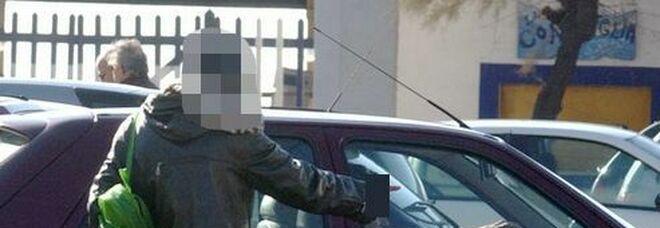 Roma, la piaga dei parcheggiatori abusivi: blitz all'ospedale San Camillo