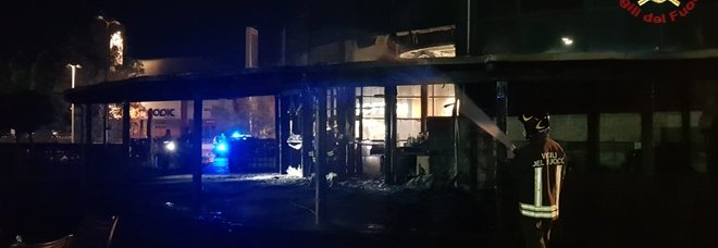 Spoltore, incendio devasta nella notte il bar-ristorante Poesia: sconosciute le cause