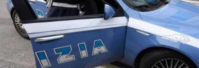 Roma ai domiciliari esce per 15 minuti e rapina una donna - Commissariato porta maggiore ...