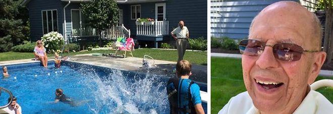A 94 anni costruisce la piscina per i bimbi dei vicini: il motivo è commovente