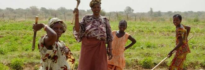 Gran Bretagna annuncia 15 miliardi per l'occupazione femminile nei Paesi in via di sviluppo