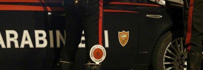 """Italia campione d'Europa, tifosi danno fuoco a mezzo """"Ama"""" durante i festeggiamenti alla stazione Termini. Indagano i carabinieri"""