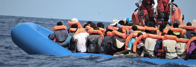 Migranti, Viminale: sbarchi dimezzati nel 2019, -90% rispetto al 2017