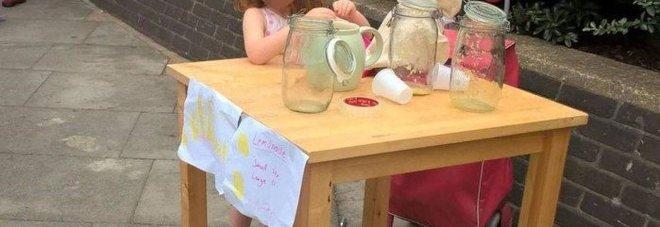 Londra, bambina multata per il suo chiosco di limonate
