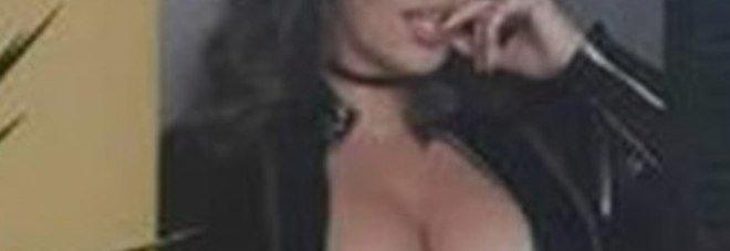 La pubblicità sessista comparsa in provincia di Napoli