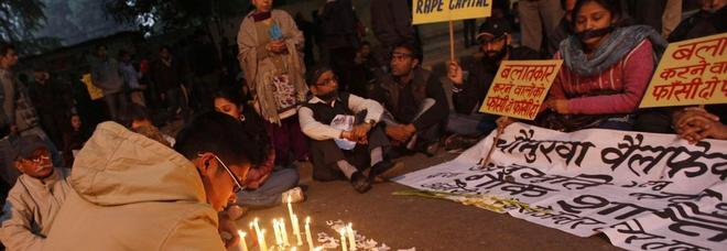 Stuprata dal branco a marzo, 25enne bruciata viva oggi mentre va al processo