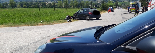 Foligno, schianto tra auto e moto. Centauro perde la vita. Sul posto carabinieri, 118 e vigili del fuoco