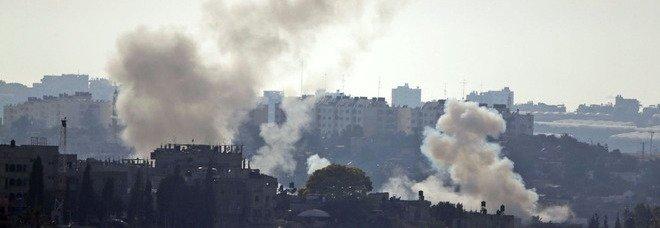 Israele, primo assalto a Gaza via terra. Due missili intercettati sopra Tel Aviv