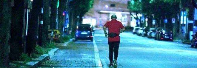 Il runner lungo viale della Stazione (Foto di Angelo Papa)