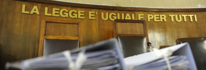 Napoli, denuncia il marito per maltrattamenti. In aula la umiliano: «Mi hanno chiesto 14 volte se ho abortito »