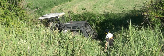 Velletri, muore schiacciato sotto il trattore