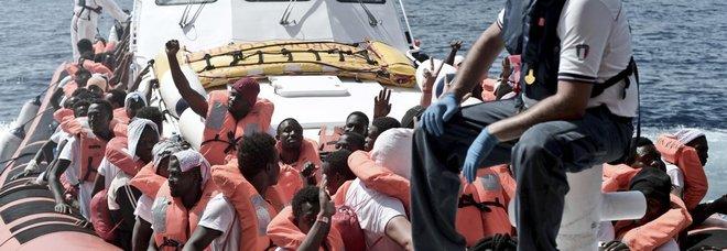 Migranti, l'Ue stringe i tempi: «Lavoro già 6 mesi dopo la richiesta asilo, minori mai in carcere»