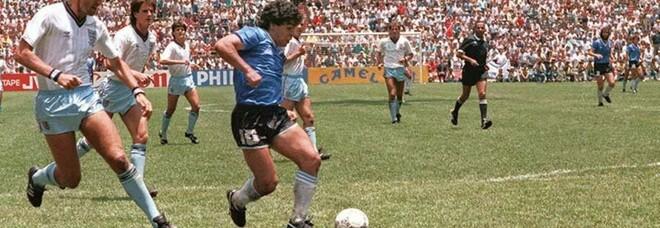 """Maradona, 35 anni fa il """"gol del secolo"""" all'Inghilterra"""