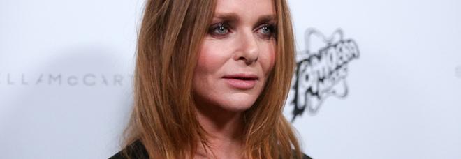 Tumore al seno, la campagna di Stella McCartney: «Mia madre è morta così, lotto per lei»