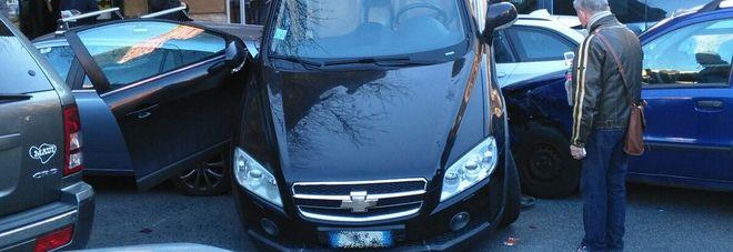 Roma, Mette La Retromarcia E Parte A Tutto Gas: Lu0027auto Si Arrampica Su  Altre Tre Macchine
