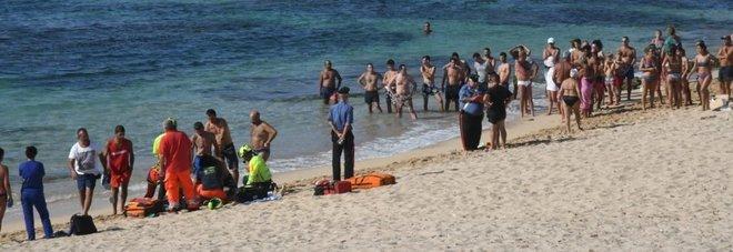 Oristano, malore mentre fa il bagno in mare: muore un 49enne