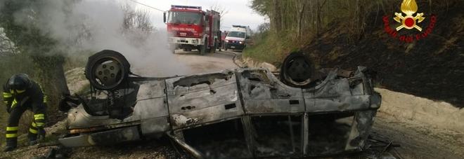 Ancona, fuori strada con l'auto che prende fuoco: muore papà, grave la figlia di 14 anni