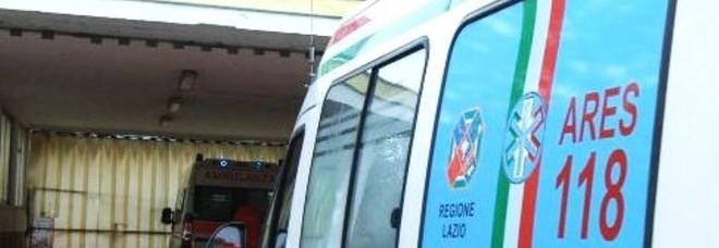 Monte Mario, crollano calcinacci da palazzo, ferita passante
