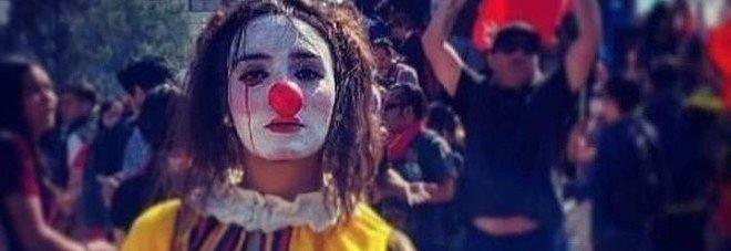 """Cile, mistero sulla morte di """"El Mimo"""". I collettivi: «Daniela impiccata ed esposta per dare un segnale»"""