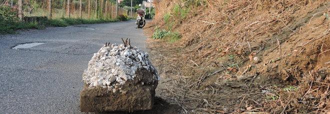 Genzano, crolla un masso su via dell'Aspro: torna l'allarme per la sicurezza