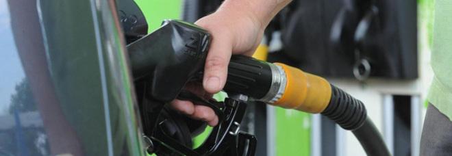 Auto crolla il consumo della benzina 27 dal 2009 - Consumo gpl casa ...