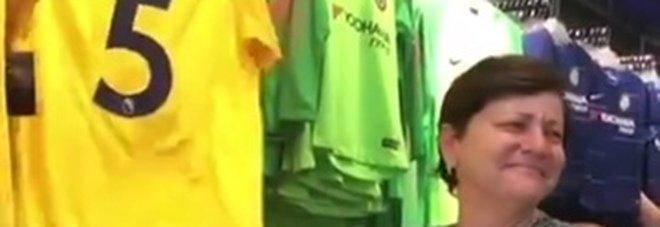 Chelsea, mamma Jorginho commossa davanti alla sua maglia Video twitter