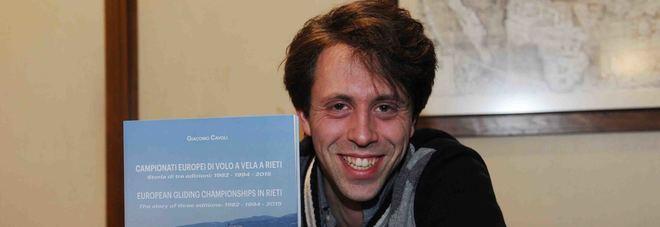 L'autore Giacomo Cavoli con il libro
