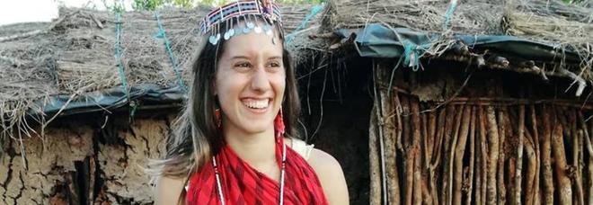 Silvia Romano libera, il papà: «Lasciatemi respirare». Festa sui social
