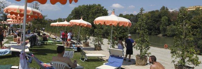 Roma |  la beffa della spiaggia sul Tevere |  accordo con i rom per aprirla
