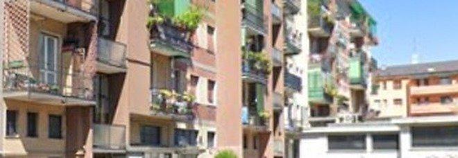 Milano, litiga con il vicino, entra in casa sua e lo uccide a coltellate: arrestato