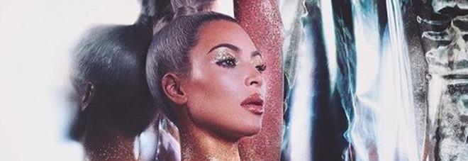 Kim Kardashian e la sua linea KKW beauty (da instagram)