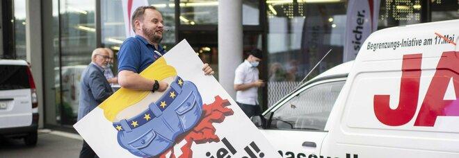 Referndum in Svizzera, bocciata la proposta anti-immigrazione promossa dalla destra