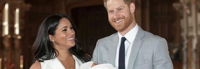 Royal baby, il principe Harry e il messaggio segreto per Meghan prima di apparire in pubblico con il bimbo