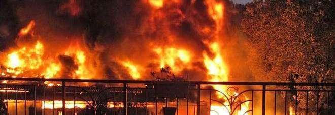 Vasanello, rogo in un supermercato brucia capannone di mille metri quadri