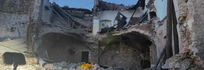 Crolla palazzo a San Pio delle Camere: due operai morti sotto le macerie