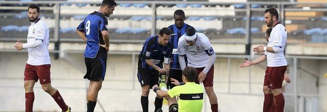 L'infortunio all'arbitro Sajmir Kumana
